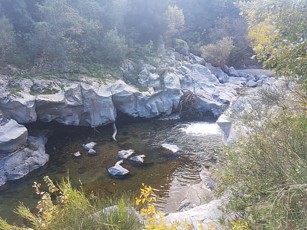 gurne dell'alcantara alveo fiume foto taobook