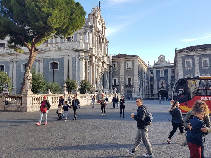 piazza duomo e chiesa sant'agata