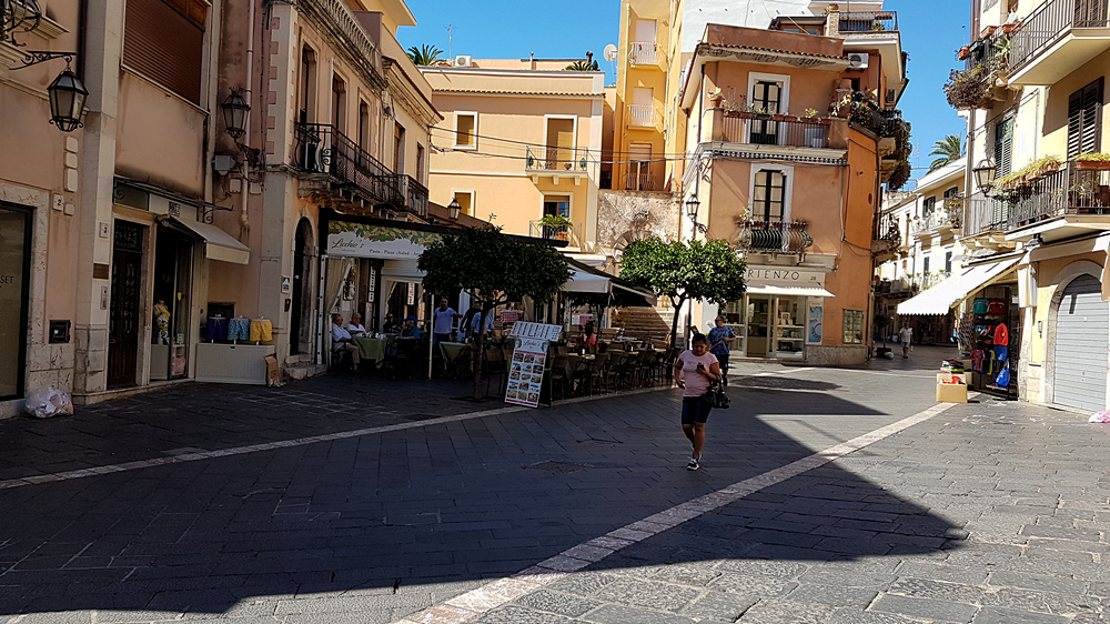taormina main street corso umberto