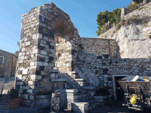 castelmola arco ingresso città