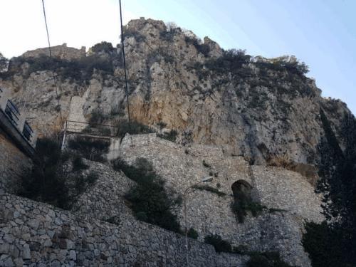castelmola veduta castello dal basso