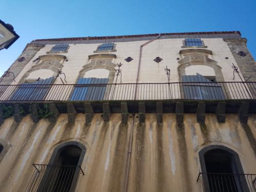castiglione di sicilia 21 11 2018 palazzo su piazza sant antonio abate