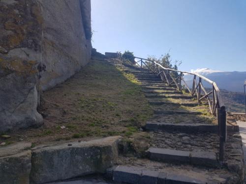 castiglione di sicilia 21 11 2018 scala ingresso castello di lauria